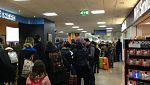 Cientos de pasajeros han quedado bloqueados durante horas en los aeropuertos sin poder viajar