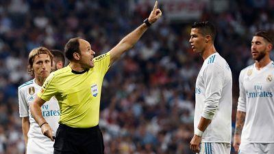 La FIFA ha recordado al Real Madrid que, por normativa, una sanción por tarjeta roja en el Mundialito se tendría que cumplir en el siguiente partido oficial. Es decir, que si algún madridista es expulsado en la final de Abu Dabi, se perdería el Clási