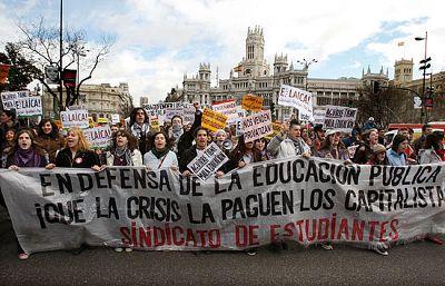 Miles de estudiantes han salido a las calles de 40 ciudades españolas para rechazar el Proceso de Bolonia