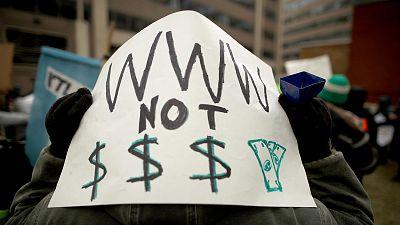 """La Comisión Federal de Comunicaciones (FCC) de Estados Unidos ha aprobado este jueves una nueva norma sobre el servicio de internet que acaba con la """"neutralidad de la red"""" que garantizaba una norma de 2015, por lo que ahora los proveedores de intern"""