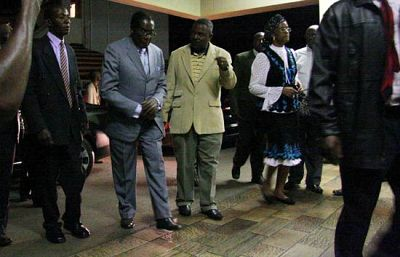 Mugabe visita a Tsvangirai en el hospital