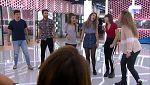 Operación Triunfo - Los concursantes cantan 'Cuéntame' en el primer pase de micros