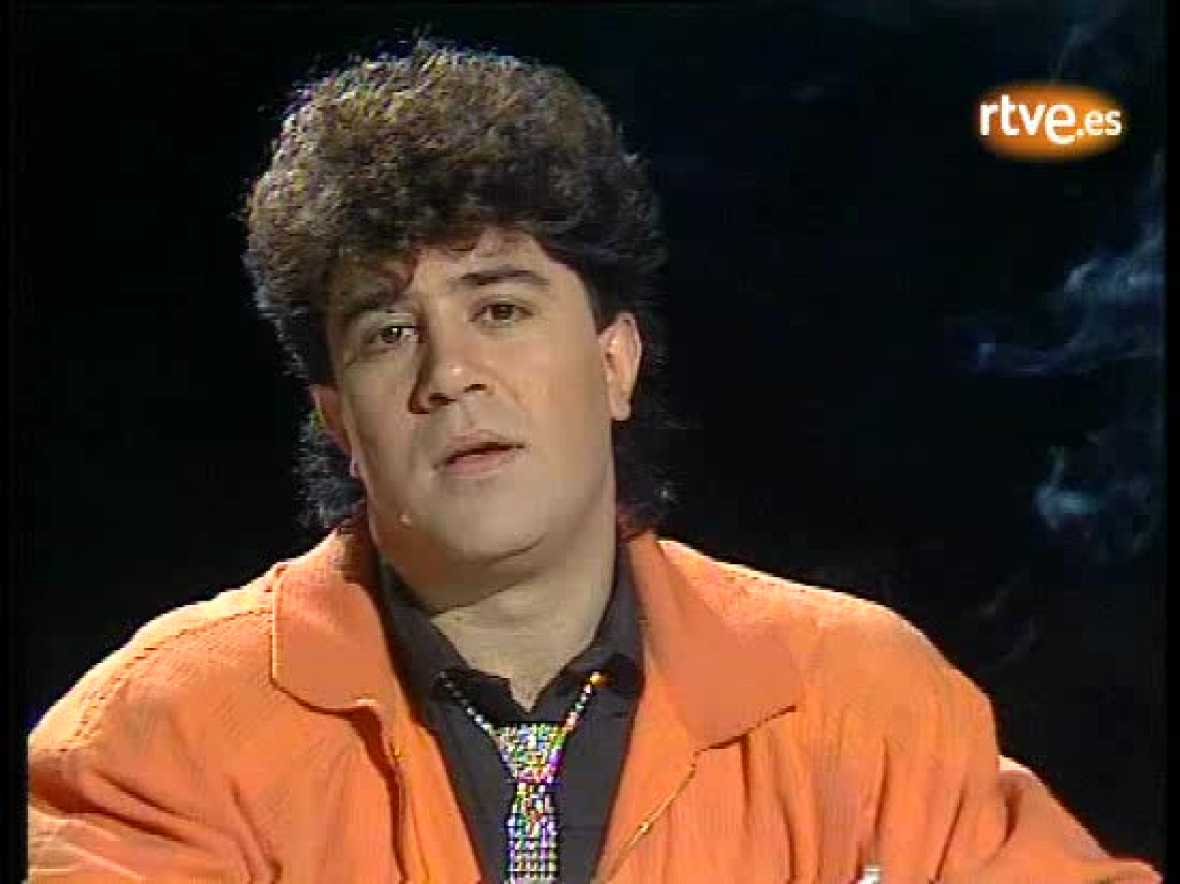 Pedro Almodóvar se presenta en 'Autorretrato' (1985)