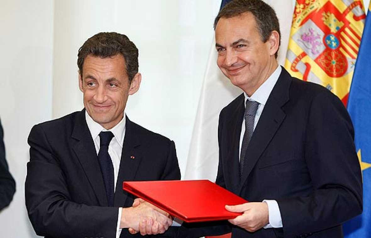 Zapatero explica las medidas que se han tomado en España para la prevención de la gripe porcina.