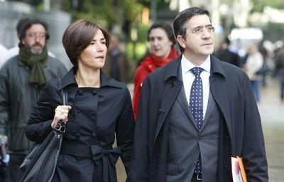López e Ibarretxe llegan al Parlamento Vasco