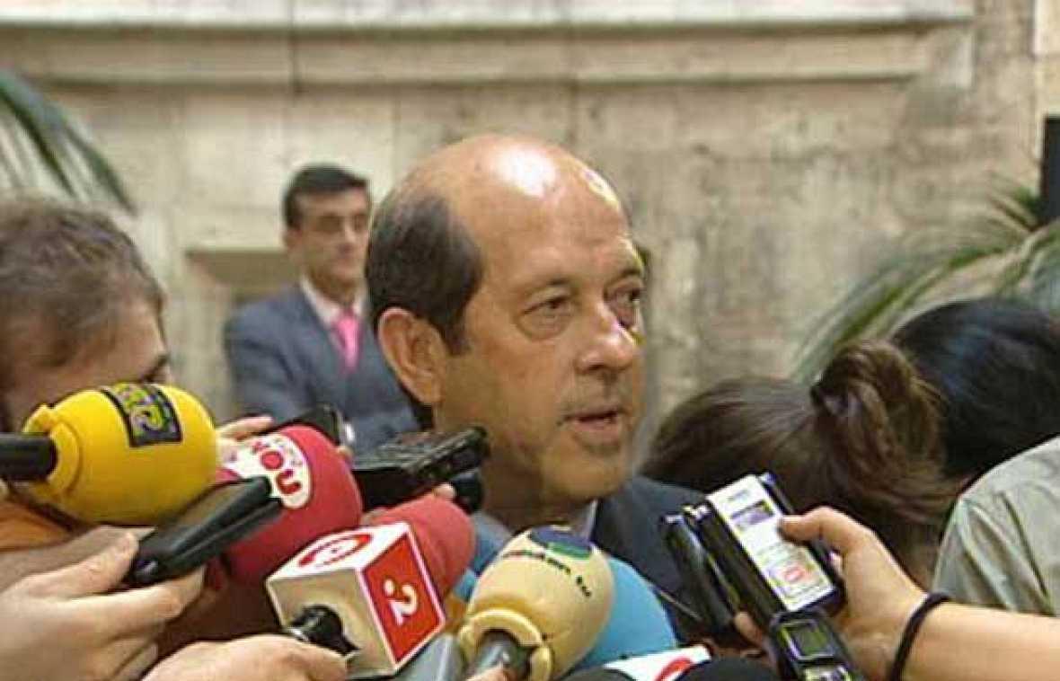 Fernando Llorente, presidente del Valencia, ha dicho que se tomarán tiempo para decidir el futuro de Villa.