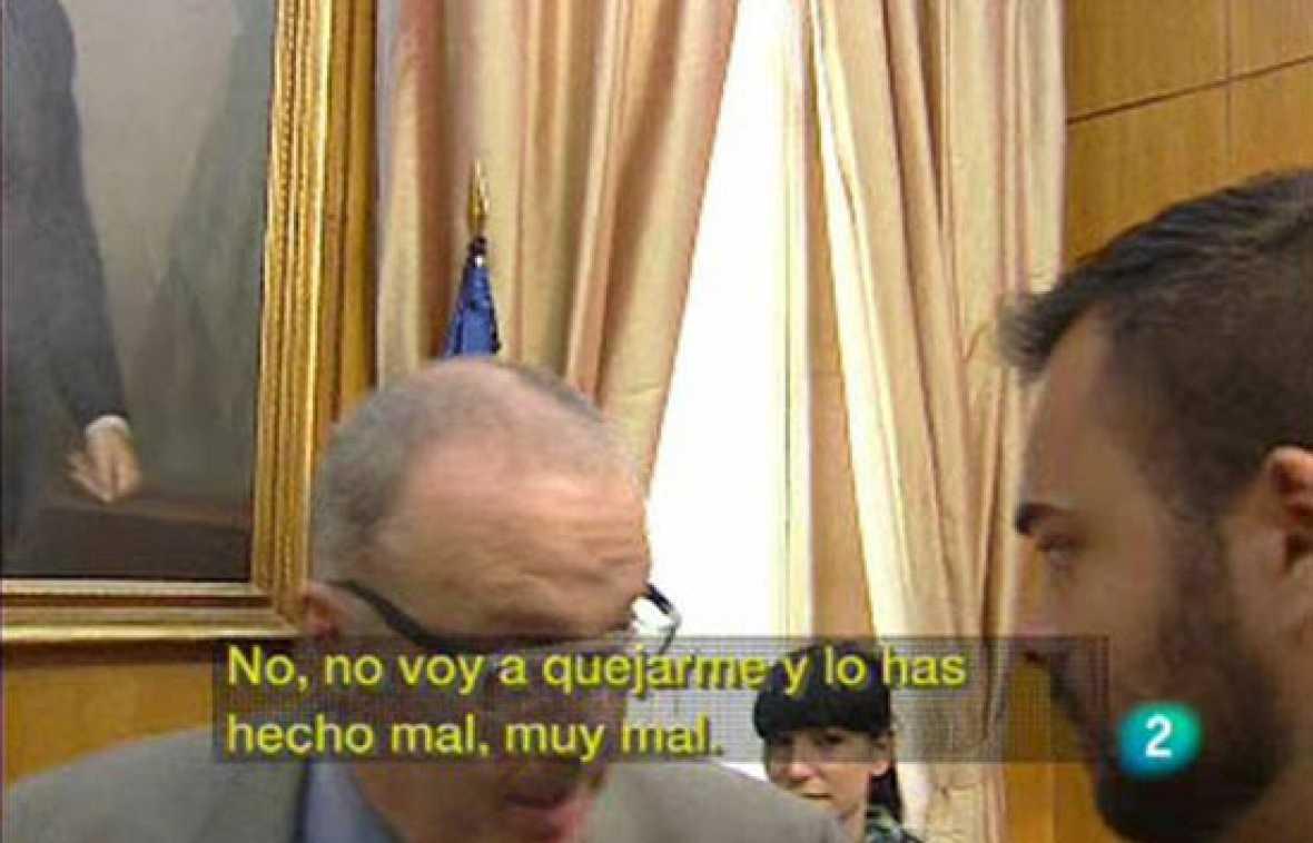 El encargado de comunicación del Ministerio de Trabajo ha recriminado a un periodista de TVE por preguntar al ministro Corbacho después de una rueda de prensa y le ha amenazado con impedir que entre de nuevo en el Ministerio.