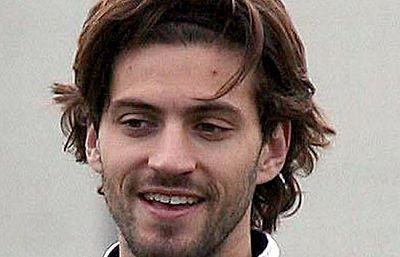 El joven jugador del Espayol, Daniel Jarque, ya está en la Ciudad Condal. Después de la realización de la autopsia, el juez dio el visto bueno para repatriar los restos del jugador. Hoy se le podrá decir el último adiós en el nuevo campo del Espayol