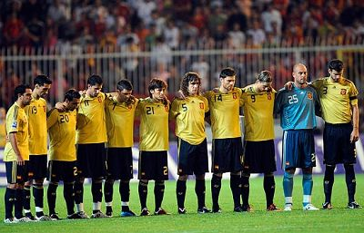 La selección española guardó un sentido minuto de silencio en memoria de Dani Jarque, en la previa del amistoso frente a Macedonia.