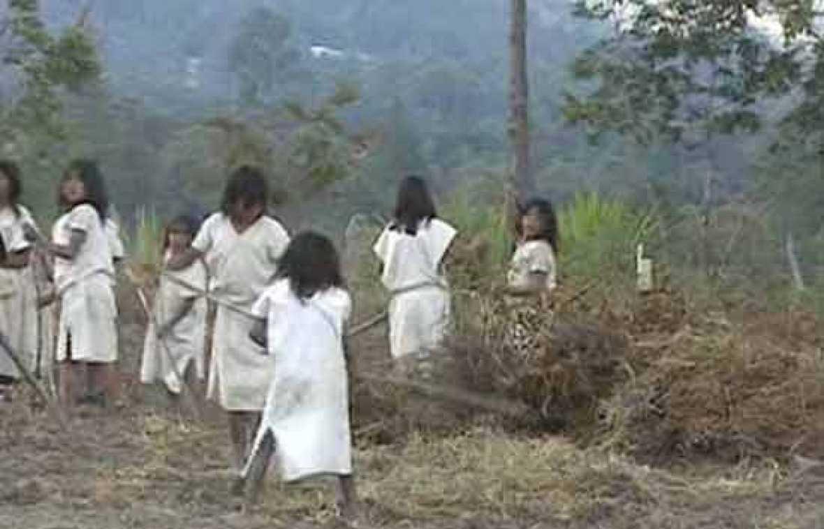 Indígenas entre dos fuegos
