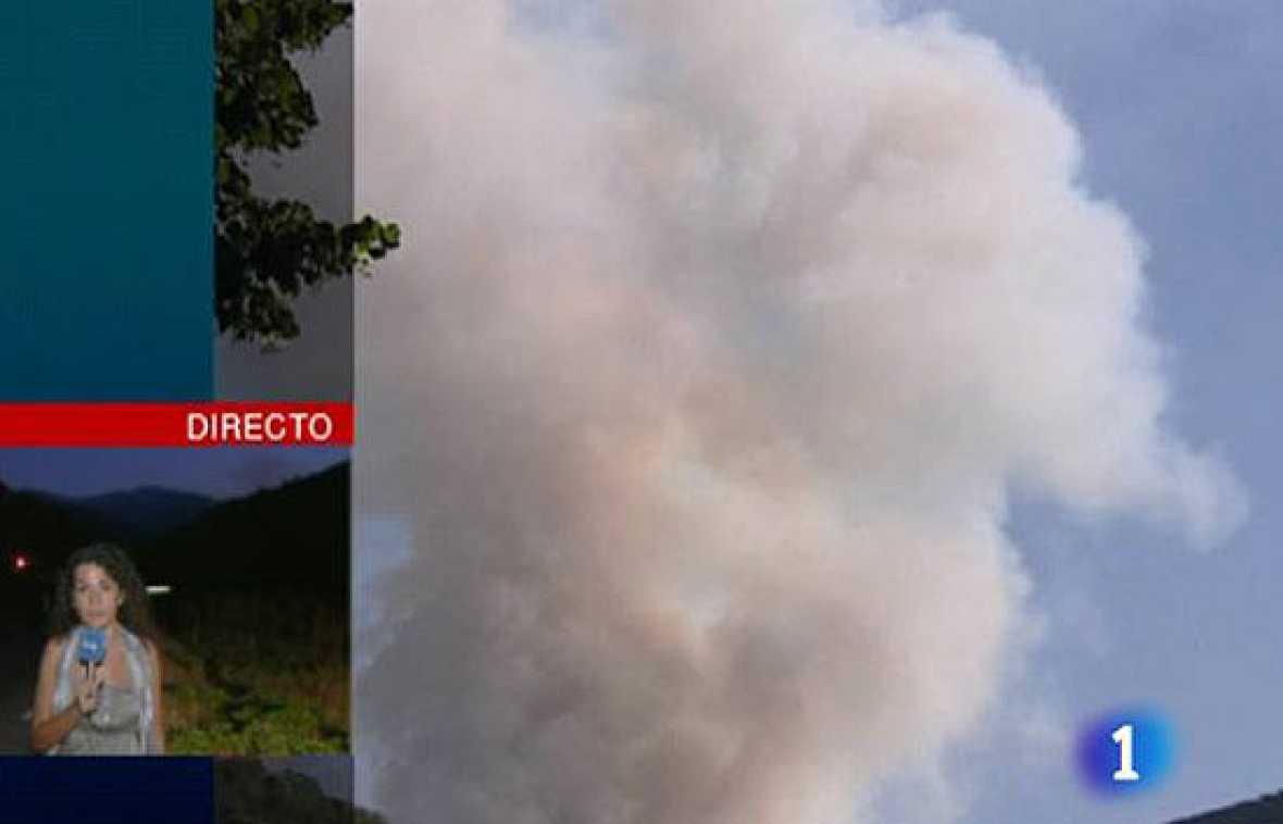 Un incendio en La Rioja mantiene cinco focos activos en las proximidades de Ezcaray.