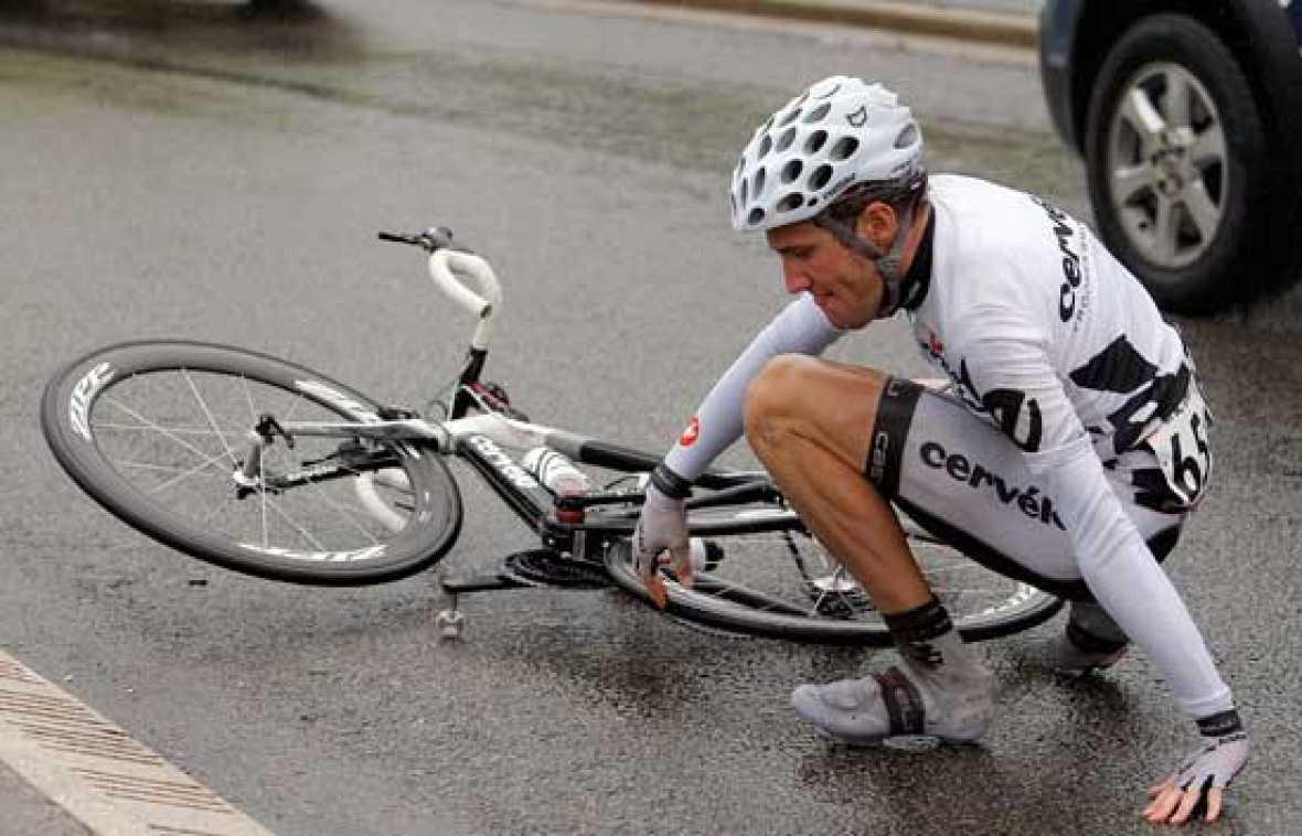 La cuarta etapa de la Vuelta ha destacado por las múltiples caídas del pelotón.