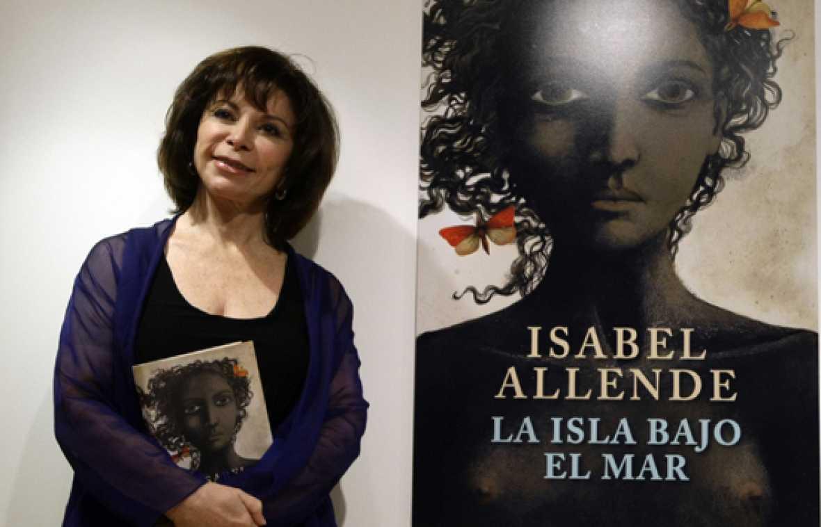 """Isabel Allende está en España para presentar su nueva novela:  """"La isla bajo el mar""""."""
