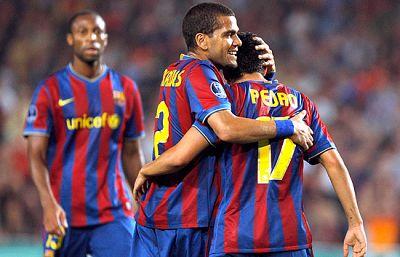 El atasco del Barça fue resuelto por Messi en la primera parte y Pedro en la segunda. El Barça se engarama al primer puesto del grupo.