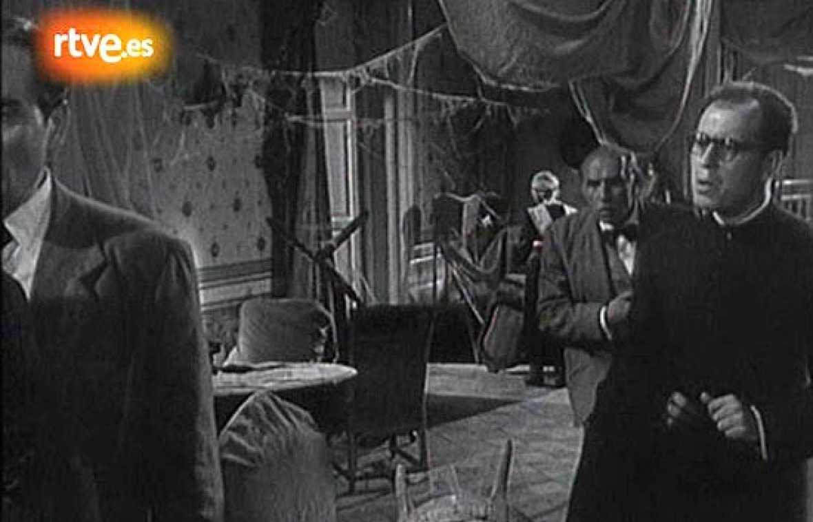 López Vázquez interpreta a un cura en 'Los jueves milagro', la película de Berlanga filmada en 1957 y protagonizada por José Isbert.