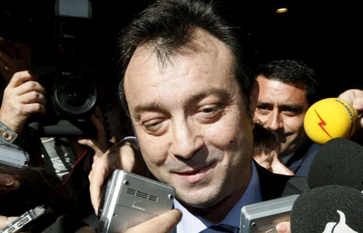 """El PP suspende cautelarmente de militancia a Manuel Cobo, que """"acata"""" la decisión"""