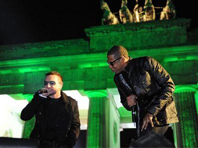 U2 ofrece un concierto en la Puerta de Brandeburgo