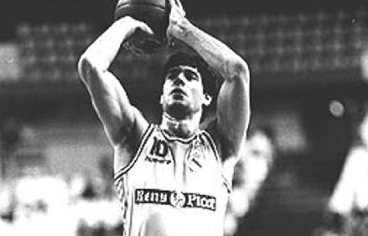 TVE recuerda en el veinte aniversario de su muerte a uno de los mejores jugadores de baloncesto españoles de la historia, Fernando Martín.