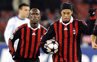 El Milan ha logrado clasificarse como segundo de su grupo gracias al Real Madrid. La victoria de los blancos sobre el Olympique hacía que los italianos estuvieran en octavos.Los 'rossoneri' empataron gracias a un gol de Ronaldinho de penalti.