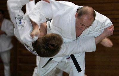 El primer ministro de Rusia, Vladimir Putin, es un maestro del Judo (cinturón, negro 9º Dan) no ha querido perderse la  oportunidad de entrenar con los judokas de la selección rusa que están preparándose para los Juegos Olímpicos.