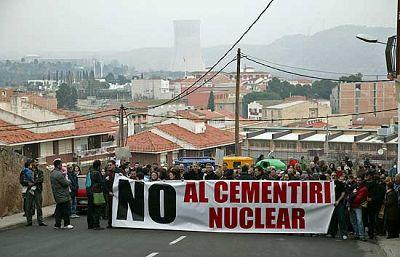 Protesta en Ascó contra el proyecto de cementerio nuclear