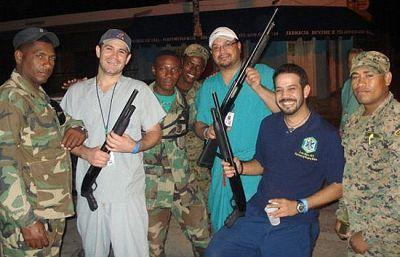 Indignación por unas fotos de médicos puertorriqueños de fiesta en Haití
