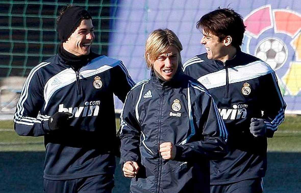 El Real Madrid se enfrenta al momento clave de la temporada, donde se juega el futuro en Champions y en Liga. Por suerte para Pellegrini, las bajas están volviendo a incorporarse a los entrenamientos. Higuaín y Diarrá son los primeros en volver al gr
