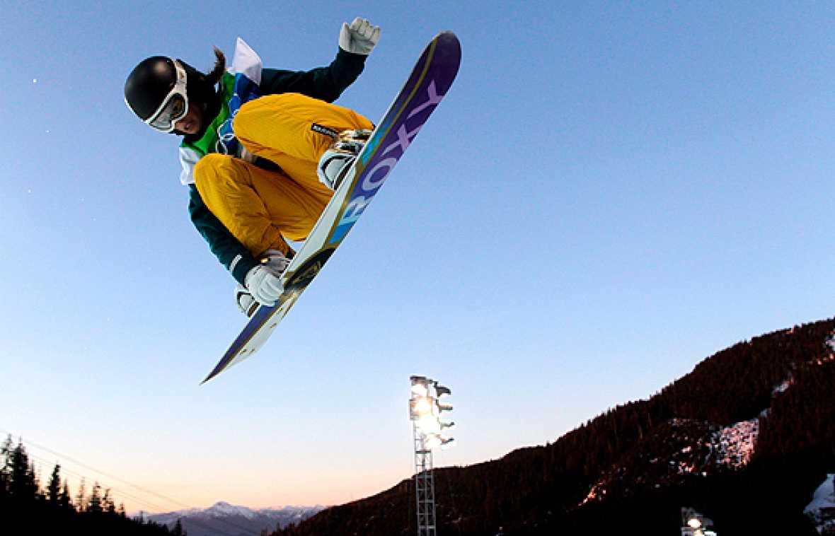 La australiana Torah Bright se ha convertido en campeona olímpica de 'halfpipe' al ganar la prueba de esa modalidad del snowboard disputada en Cypress Mountain. Lsa española Queralt Castelle se golpeó la cabeza mientras calentaba y no pudo disputarla