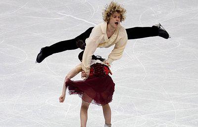 La pareja estadounidense compuesta por Meryl Davis y Charlie White realizó un programa caracterizado por la velocidad de sus movimientos. La medalla de plata es su premio.