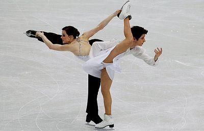 La pareja anfitriona compuesta por Tessa Virtue y Scott Moir pusieron el pabellón en pie con su actuación. Oro en Danza Programa libre.