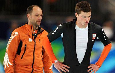 El holandés Sven Kramer era el favorito absoluto para alzarse con el oro de los 10000m en Patinaje de Velocidad. Llegó a batir el récord olímpico y a aventajar al segundo en cuatro segundos pero un error en el cambio de carril hizo que los jueces le