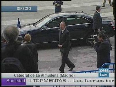 Los Reyes de España, Don Juan Carlos y Doña Sofía, han llegado a la Catedral de la Almudena acompañados por los Príncipes de Asturias, Don Felipe de Borbón y Doña Letizia Ortiz.