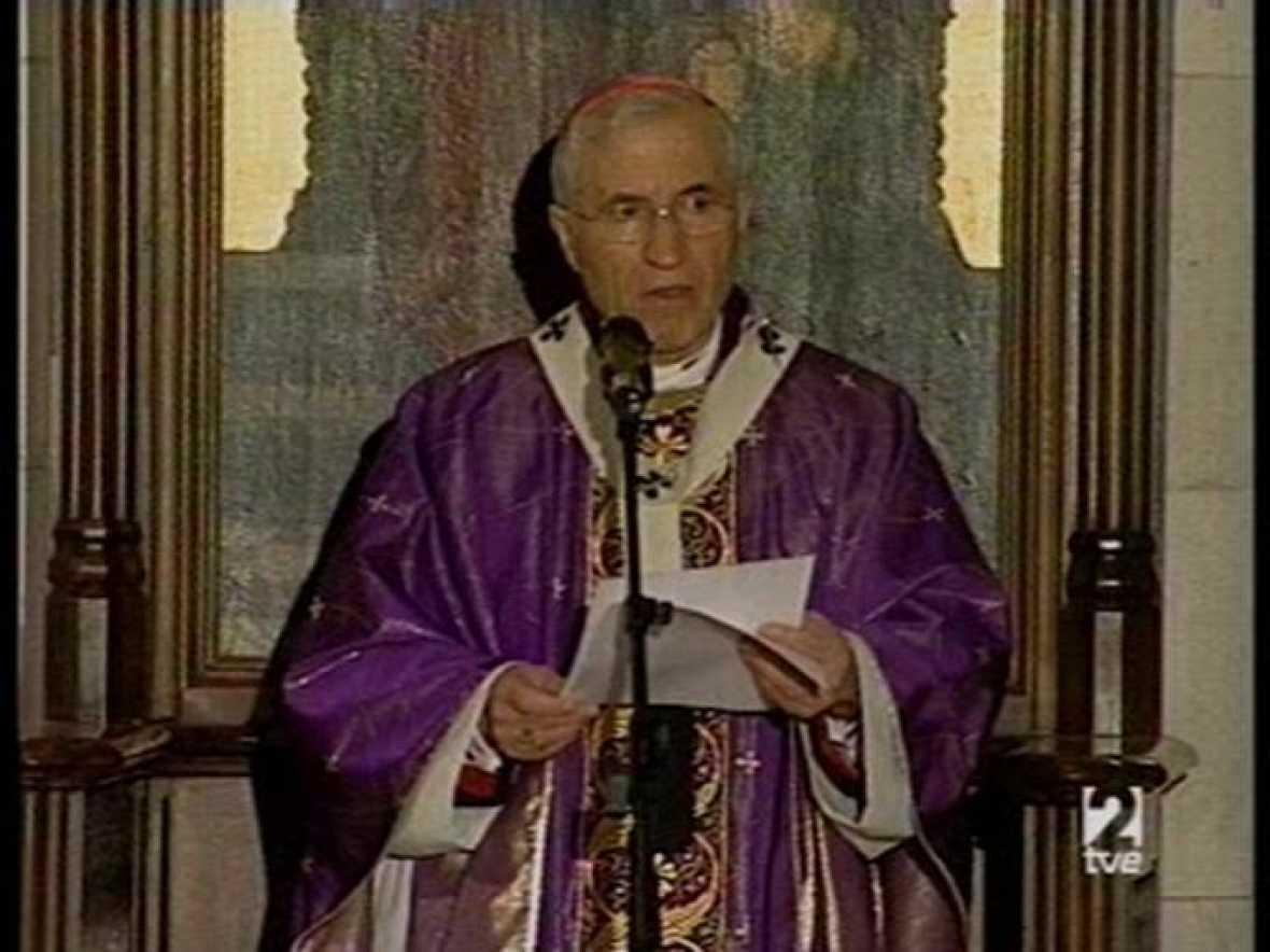 El cardenal-arzobispo de Madrid, Antonio Maria Rouco Varela, ha presidido la homilía del funeral de Calvo Sotelo en la Catedral de la Almudena.