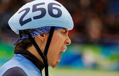 El estadounidense con más medallas en los JJOO de invierno de la historia, el patinador de velocidad, Apolo Anton Ohno, tiene un secreto: Bostezar antes de cada carrera.