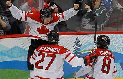 Partido íntegro de la final de hockey masculino sobre hielo en el que Canadá ha conseguido un oro histórico tras vencer a Estados Unidos (3-2). La anfitriona sumó así su noveno oro gracias a el gol de oro en la prórroga de Sidney Crosby.