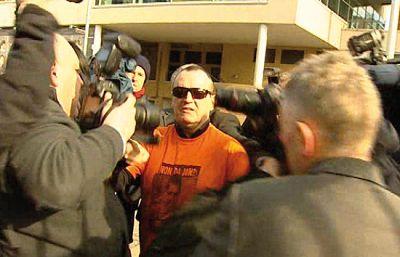 Comparece ante la justicia al ex preso de ETA José Ignacio de Juana Chaos.