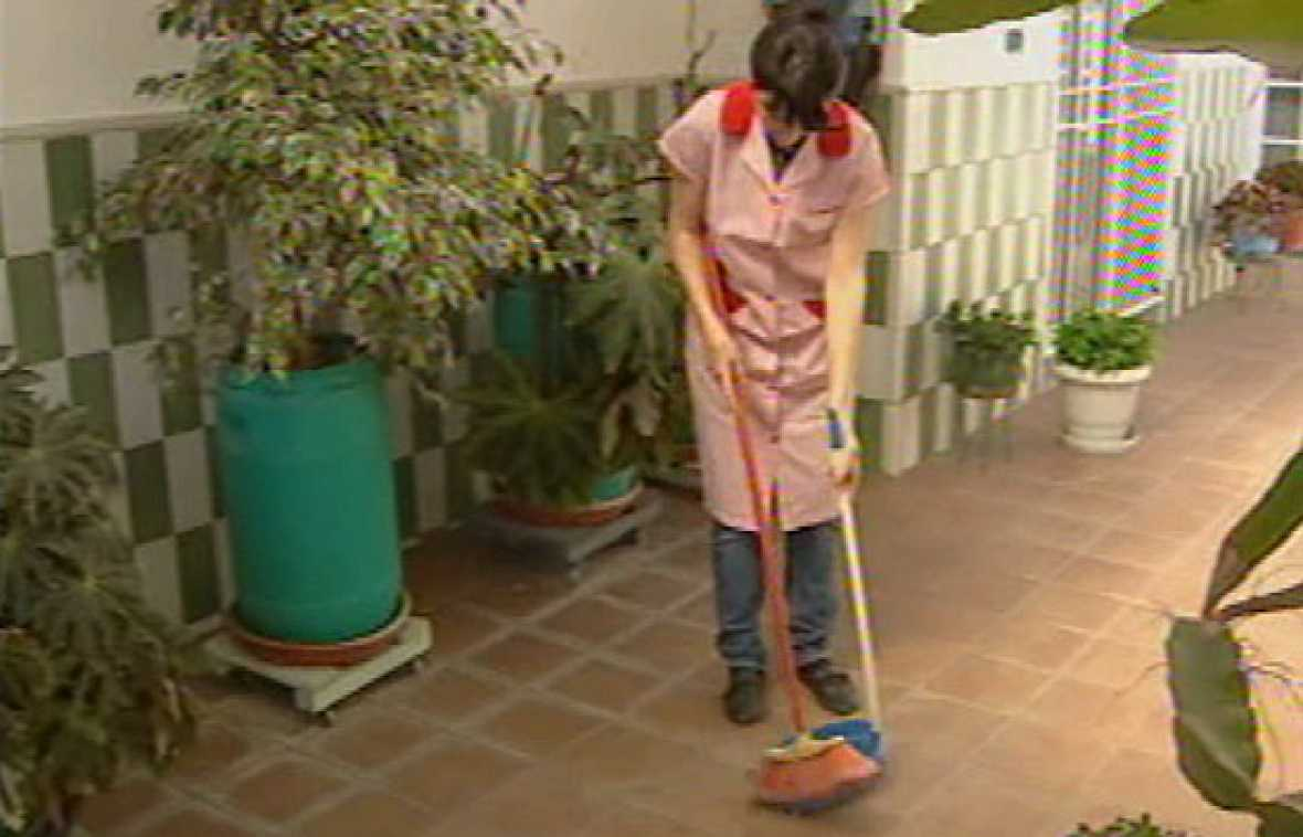 Solo un 40 de las empleadas de hogar est n afiliadas a la for Contrato empleada de hogar seguridad social