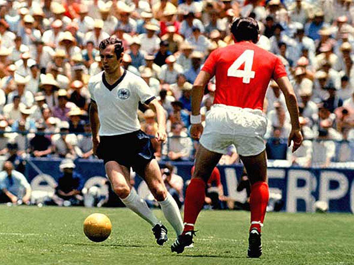 Alemania Federal, capitaneada por Franz Beckenbauer, levantó la Copa de los Campeones en el Mundial que ellos mismos organizaron en el 74. La Holanda de Johan Cruyff se quedó a un gol de llevarse el Mundial.
