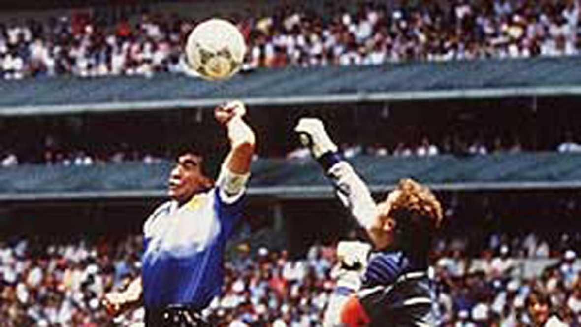 Diego Armando Maradona fue el héroe indiscutible del Mundial de México. Hizo goles de todos los colores: de cabeza, con el pie, con la mano, etc.