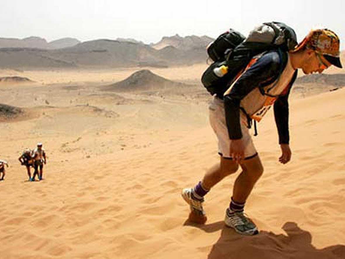 Da comienzo en Marruecos una de las pruebas más difíciles del deporte, la Maratón de las Arenas.