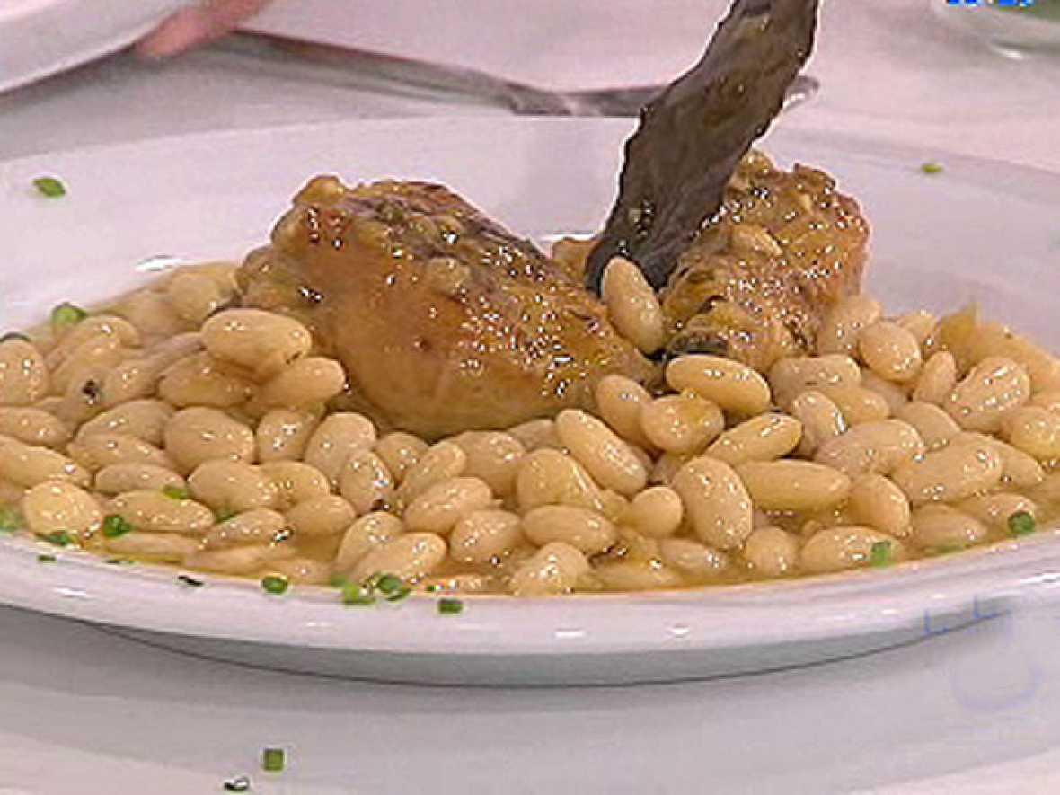 Saber cocinar jud as blancas con pollo al ajillo la for Cocinar judias blancas