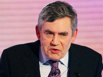 De 59 años, Brown lleva tres años de primer ministro tras heredar el cargo de Tony Blair. Fue su segundo durante diez años tras pactar con él su sucesión, pero no ha calado en la opinión pública, que le coloca por detrás en las encuestas.