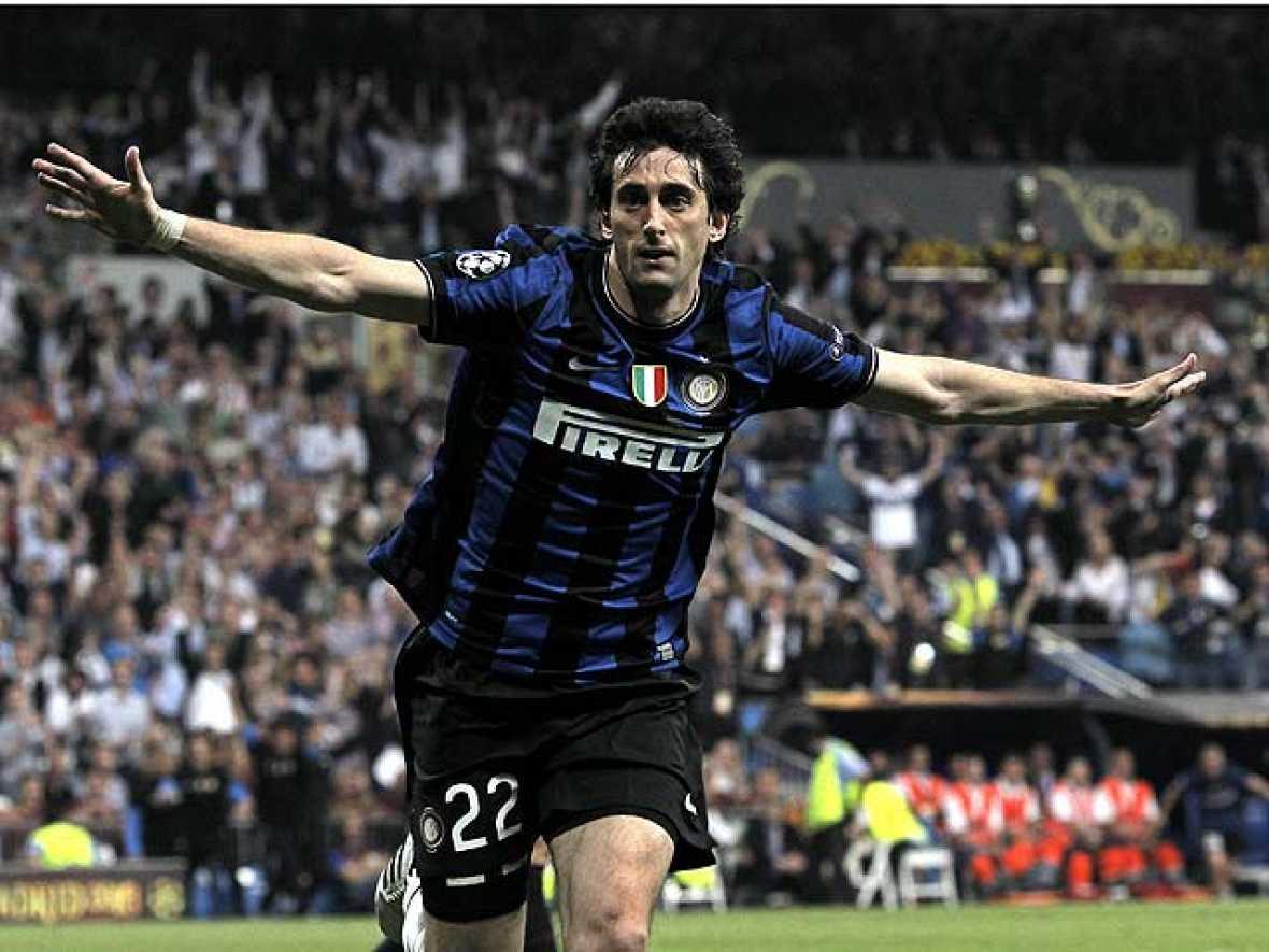 El delantero argentino Diego Milito ha marcado los dos goles de la final de la Champions, que ha coronado al Inter de Milán como el nuevo Rey de Europa.