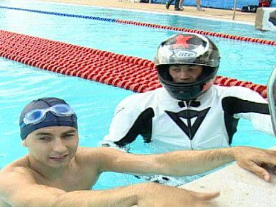 Jorge Lorenzo ha ganado en la piscina a Rafa Muñoz, campeón de europa de 50 metros mariposa.