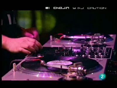 El Chojín, en La 2 Noticias: Vamos a contar cutradas, tralará. El rapero El Chojín hace su habitual resumen de las noticias de las semana en La 2 Noticias.