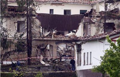 ETA atenta contra la casa cuartel de la Guardia Civil en Legutiano