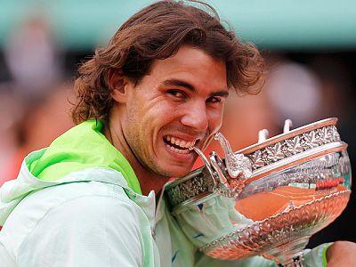 El tenista español Rafa Nadal ha ganado su quinto título de Roland Garros al derrotar en tres sets a Robin Soderling por 6-4, 6-2 y 6-4.
