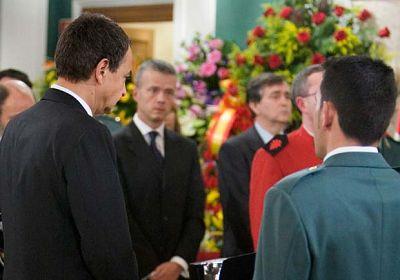 José Luis Rodríguez Zapatero visita la capilla ardiente de Juan Manuel Piñuel.