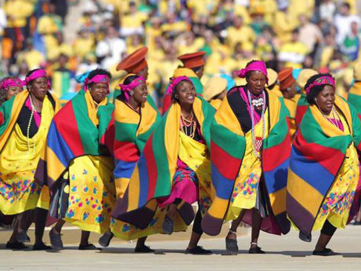 El Mundial de Sudáfrica ha arrancado con una ceremonia corta pero con mucho color.