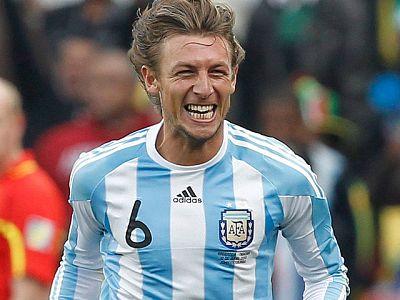 Argentina ha comenzado con buen pie el Mundial de Sudáfrica al imponerse a Nigeria con un solitario tanto de Heinze y un gran juego de Messi.